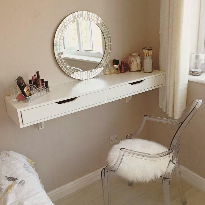 DIY Makeup Vanity with Beautiful Mirror
