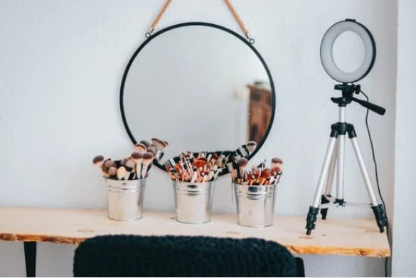 Small and Minimal DIY Makeup Vanity